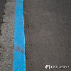 . . . #parken #linz #lebensstadtlinz #visitlinz #ende #igerslinz #view #mood #pendler #landscape #instaweather #clouds #urfahr #parkplatz #parking #cars #upperaustria #oberösterreich #österreich #austria #home #hometown #city #verkehr #politics#localstuff