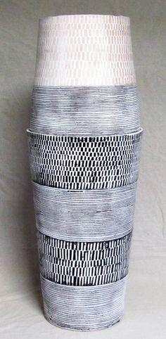 5 Seductive Clever Tips: Skinny Vases Ideas ceramic vases thrown.Old Vases Shape concrete vases countertops. Pottery Vase, Ceramic Pottery, Ceramic Art, Black Vase, Blue Vases, Vase Centerpieces, Vases Decor, Vase Design, Paper Vase