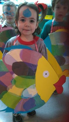 pez disfraz - Buscar con Google Fancy Dress Under The Sea, Fancy Dress For Kids, Under The Sea Theme, Fish Costume Kids, Rainbow Fish Costume, Ocean Party, Shark Party, Costume Poisson, Under The Sea Costumes