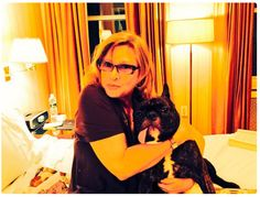 Carrie Fisher's French Bulldog Gary Is A National Treasure Carrie Fisher Harrison Ford, Debbie Reynolds Carrie Fisher, Carrie Frances Fisher, Carrie Fisher Family, Gary Fisher, Space Princess, National Treasure, Role Models, Carry On