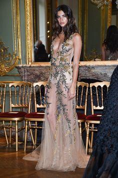 Sara Sampaio à la semaine de la Haute Couture.