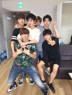 Infinite (인피니트) is a seven member boy group under Woollim Label. Their official fan club name is Inspirit. Infinite's first mutizen. Kdrama, Hoya Infinite, Kim Myungsoo, Infinite Members, Kim Sung Kyu, Lee Sung, Nam Woo Hyun, Nostalgia, Woollim Entertainment