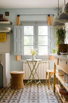 Loving the tile floor in the kitchen Casa Josephine - Rioja, Spain: Las baldosas hidraúlicas de Casa Josephine. Rustic Kitchen, Kitchen Decor, Kitchen Nook, Kitchen Tiles, Cute Furniture, Sweet Home, Tile Design, Kitchen Interior, Cottage Style