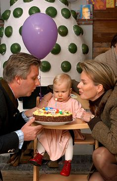 he& now 12 years old, but in this precious snap, Princess Elisabeth of Belgium blows out the candles on her very first birthday cake with some he. First Birthday Photos, First Birthday Cakes, Celebration Chocolate, Casa Real, Royals, Royal Babies, Royal House, Family First, Prince And Princess