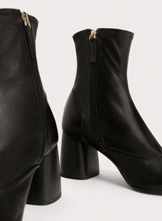 Uterqüe United Kingdom Product Page - Footwear - View all - Stretch nappa ankle boots - 145