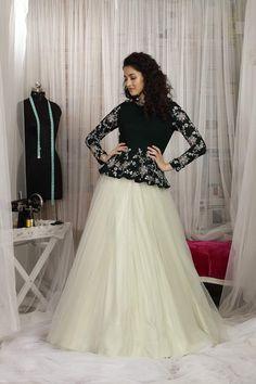 Indian Fashion Dresses, Frock Fashion, Indian Designer Outfits, Designer Dresses, Indian Outfits, Women's Fashion, Silk Saree Blouse Designs, Choli Designs, Lehenga Designs