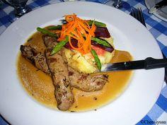 Recette de laSauce bordelaise -Cuisson : 25 minutes, 1 échalote ; 100 g moelle, 1 dl vin rouge ; poivre en grains ; thym ; 2 dl demi-glace.Passer une minute au beurre