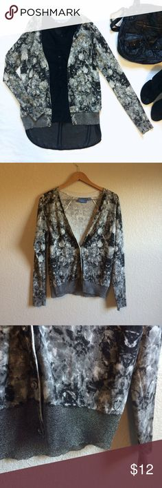 Simply Vera Wang • Cardigan This sparkly cardigan is in excellent condition except for missing the top button, as shown, but it's hardly noticeable. Simply Vera Vera Wang Sweaters Cardigans