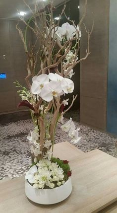 Excellent Free Orchid Flower decoration Suggestions Do you have a attractive orchid in your house that you are not quite guaranteed how to care for? Never fear! Orchid Flower Arrangements, Modern Floral Arrangements, Artificial Floral Arrangements, Church Flower Arrangements, Orchid Plants, Artificial Flowers, Moss Centerpieces, Home Flowers, Branch Decor