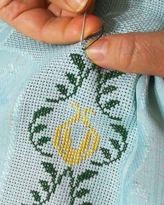 "68 Beğenme, 19 Yorum - Instagram'da 🍀 El Emeği (@ipegin_etamini): ""Yeni şipariş yeni model 💃💃 #işlemeseccade #etaminseccade #etamin #etamindünyası#çeyiz…"" Easter 2020, Baby Knitting Patterns, Bargello, Coin Purse, Cross Stitch, Embroidery, Blog, Embroidery Patterns Free, Towel Bars"