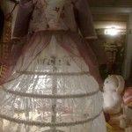 Krinoline og prinsessekjole under kontruktion