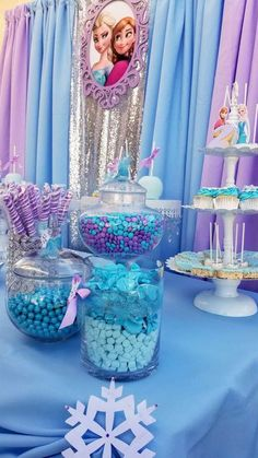 Frozen (Disney) Birthday Party Ideas (With images) Frozen Themed Birthday Party, Disney Frozen Birthday, Frozen Disney, Chanel Birthday Party, Elsa Birthday Party, Frozen Party Decorations, Birthday Party Decorations, Dessert Table Birthday, Party Ideas