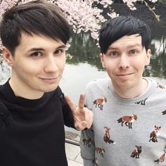 why didnt i know about Danisnotonfire before!!!!! gosh friggen dangitt.....im dead inside....i thought i was over youtube crushes....stay straight Dan. <3