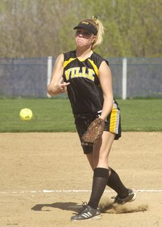 With softball beginning its final regular season road trip of the season tomorrow, our #ThrowbackThursday is of Emily Fleiger who has the program's second best winning percentage for a pitcher in a season at .857 (6-1) in 2009.