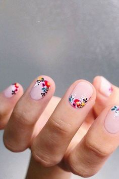 Nail art is one of many ways to boost your style. Try something different for each of your nails will surprise you. You do not have to use acrylic nail designs to have nail art on them. Here are several nail art ideas you need in spring! Easy Nails, Simple Nails, Cute Nails, Pretty Nails, Spring Nail Art, Spring Nails, Summer Nails, Cute Nail Art Designs, Nail Designs Spring