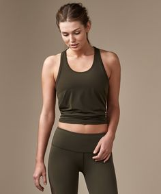 Focus on yours poses. We   designed this tank with a back   slit to tie up or wear loose   for extra coverage.