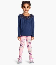 Fashion and quality clothing at the best price Patterned Leggings, H&m Online, Fashion Online, Girl Outfits, Blouse, Kids, Clothes, Beauty, Detail