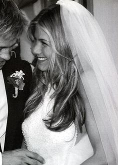 wedding hair down with veil; a beautiful Jennifer Aniston.