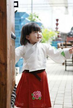 What a gorgeous Chinese baby! Chinese Babies, Chinese Clothing, Cute Babies, High Waisted Skirt, Children, Skirts, People, Baby, Chinese Outfit