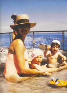 casiraghitrio: Caroline (embarazada de Pierre) jugando con Andrea y Charlotte durante el verano de 1987