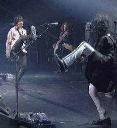 ロビエマの足上げダンス