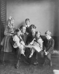 FDR - with Eleanor and children in Washington, DC, June 12, 1919 ♡❀❁❤❁❤❁❤❁❤❁❤♡❀ http://www.fdrlibrary.marist.edu/education/resources/biographies.html  http://en.wikipedia.org/wiki/Eleanor_Roosevelt  http://en.wikipedia.org/wiki/Franklin_D._Roosevelt