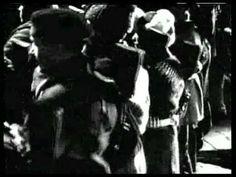 Octubre (1928). youtube Fiel reconstrucción de los acontecimientos ocurridos desde Febrero hasta Octubre de 1917. Una película en la que, siguiendo la filosofía comunista, no había personajes principales. La habilidad de Eisenstein y su experiencia se ve en los rápidos movimientos y en el ritmo en el montaje, así como en la construcción de intensas secuencias que no fueron bien entendidas por las tempranas generaciones rusas.