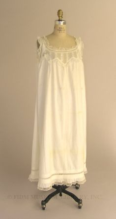 Chemise- straight and natural women's dress with a straight silhouette.