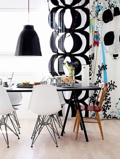 Marimekko fabric and Eames chairs - winning combination in the kitchen. White Interior Design, Interior Decorating, Turbulence Deco, Ball Chair, Eames Chairs, Caravaggio, Scandinavian Interior, House Colors, Living Spaces