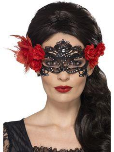 Pitsimaski timanteilla. Mustan pitsin ja punaisten ruusujen yhdistelmä sopii hyvin myös Day of the Dead -teeman naamiaisasuihin.