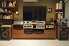 Audio Room, Space Place, Tumblr, Hifi Audio, Audiophile, Home Theater, Old Pictures, Music Lovers, Turntable