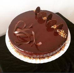 Je publie aujourd'hui la recette du trianon ou royal. Un gâteau pour les amoureux de chocolat.