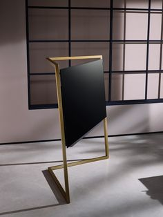 Aiming to make the television become the focal point of a room, Bodo Sperlein devised a sculptural design for Loewe based on art deco and Bauhaus.