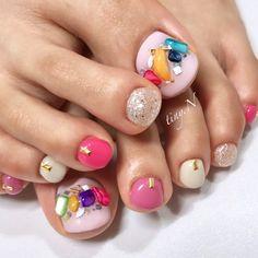 シャワーストーンを散りばめて #夏 #オフィス #海 #フット #ラメ #ワンカラー #ビジュー #シェル #ショート #ピンク #ホワイト #シルバー #お客様 #9292nail #ネイルブック Sexy Nails, Hot Nails, Japan Nail, Toe Nail Designs, Rhinestone Nails, Toe Nail Art, Nail Art Galleries, French Nails, Nail Arts