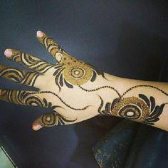 "1,971 Likes, 17 Comments - uae_henna  (@uae_henna) on Instagram: ""Whatsapp : 00971 0501196736 #henaa #hena #heena #حنة_العروس #حناء_سوداني #حناء #حنة #حنة_عروس #حنا…"""