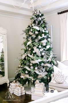 winter-white-christmas-tree