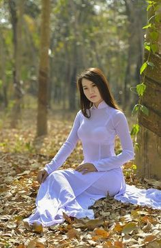 Beautiful and Sexy Babes! Vietnamese Traditional Dress, Vietnamese Dress, Traditional Dresses, Ao Dai, Asia Girl, Beautiful Asian Women, Sexy Asian Girls, Asian Woman, Sexy Dresses