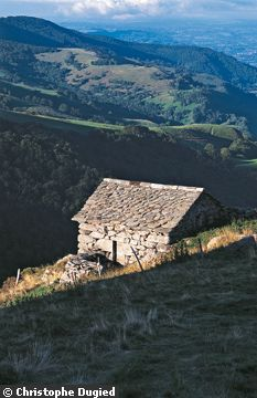 Buron de Niercombe, a 300-year-old cheesemaker's hut for rent in France