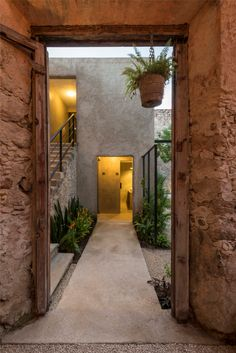 Fantástica remodelación de esta vivienda Monumento Histórico en México, obra de Nauzet Rodríguez para transformarla en un genial restaurant...