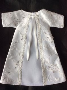 Volunteer Makes Cherished Gowns UK October 2017 Angel Outfit, Angel Dress, Baby Girl Dresses, Girl Outfits, Preemie Clothes, Angel Gowns, Gown Pattern, Baby Gown, Christening Gowns