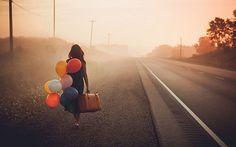 balloons, travel, and road image Senior Portraits, Senior Pictures, Zen Pictures, Beautiful Pictures, Fotografie Portraits, Ex Amor, Jolie Photo, Senior Girls, Walking By