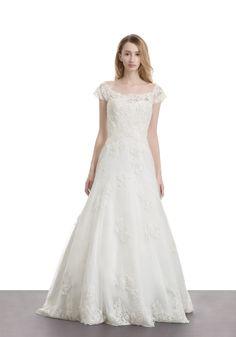 LM   Classic Wedding Dress - Hong Kong   LMR Weddings
