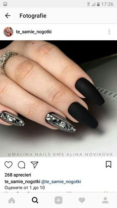 Discover new and inspirational nail art for your short nail designs. Shellac Nails, Matte Nails, Black Nails, Acrylic Nails, Black Nail Designs, Short Nail Designs, Cool Nail Designs, Classy Nails, Stylish Nails