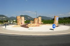France has a good share of some strangely decorated roundabouts. Roundabout Saint Pantaleon les Vignes in the Provencal Drôme, between Nyons and Valréas. © Daniel Bernard - Photo Gallery