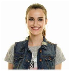 İlgili resim Hande Ercel, Turkish Beauty, Turkish Actors, Vest, Turkish Delight, Denim, Celebrities, Jackets, Marvel