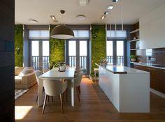 Panoráma, rengeteg ablak és függőleges kertek beltéren - elegáns lakás természetes, minimál stílusban