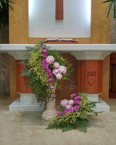 Church Flowers, Altar Decorations, Arte Floral, Ikebana, Flower Arrangements, Floral Wreath, Tropical, Wreaths, Garden