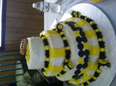 Baby bee cake for a baby shower
