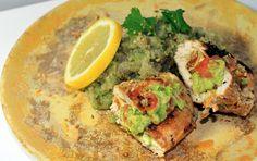 Kun ulkona vihmoo ja sadetta tulee kaikissa muodoissansa, niin eipä olehassumpi ajatus suunnata illan ruokailuhetki värikkäiden makujen Meksikoon. Tämä arkiruoka syntyy noin puolessa tunnissa, kun noudatat tarkkaa työjärjestystä. Laadin tämän reseptin yhteensyksyn arkiruokakisoista, joten se on aika minuutilleen mitattu! Menestystä tällä guacamolea, kvinoaa ja korianteria sisältävällä reseptillä on tullut vain kotipiirissä, mutta koska se on niin iloisen värikäs, kevytja täynnä…