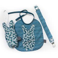 Parfaite idée naissance ou cadeau de Baby Shower... + de détails sur la boutique de iZeShop sur Etsy... Range Pyjama, Cadeau Baby Shower, Diaper Bag, Boutique, Bags, Etsy, Raincoat, Pacifier Holder, Blue Fabric